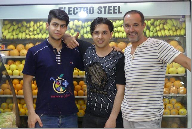 Lahijan - vendeurs de jus de fruits (2)