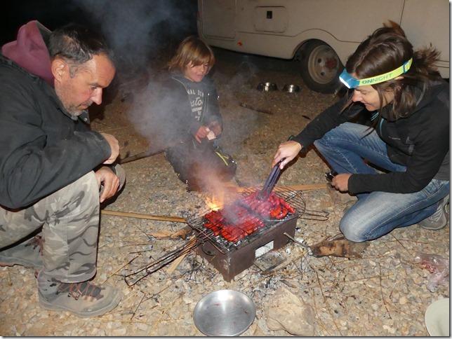 Vie quotidienne - Barbecue entre voyageurs (3)