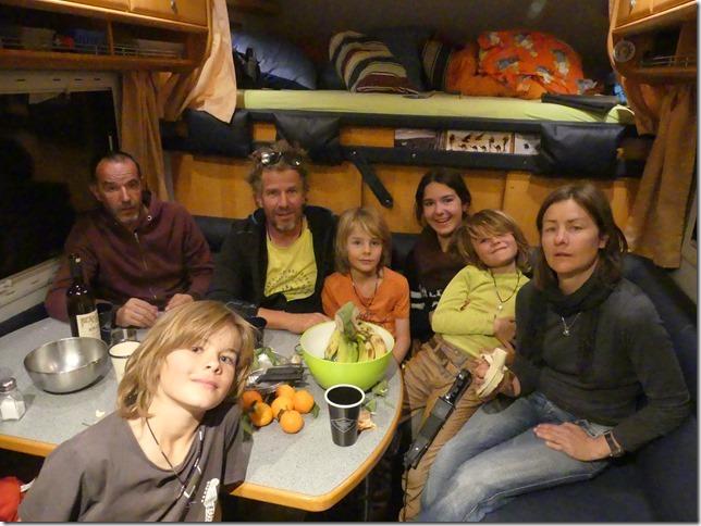 Vie quotidienne - Barbecue entre voyageurs (4)