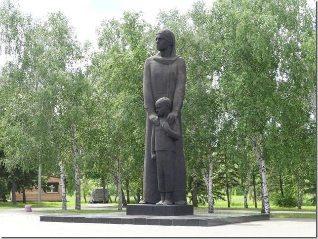 Omsk statue (2)