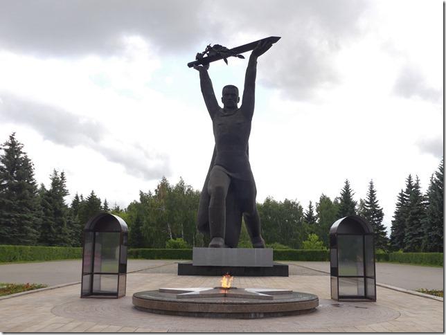Omsk statue (3)