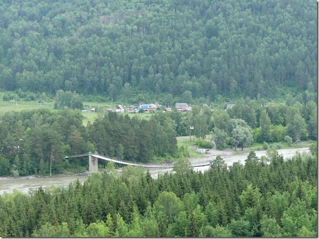 Sur la route - Altaï - Pont suspendu  (16)
