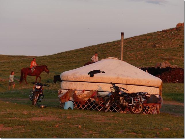 Sur la route du Gobi - chez les éleveurs nomades (376)