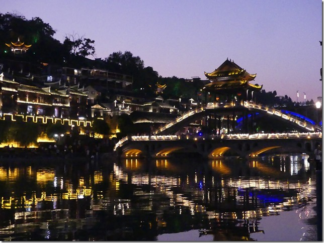 Cité antique de Fenghuang by night (13)