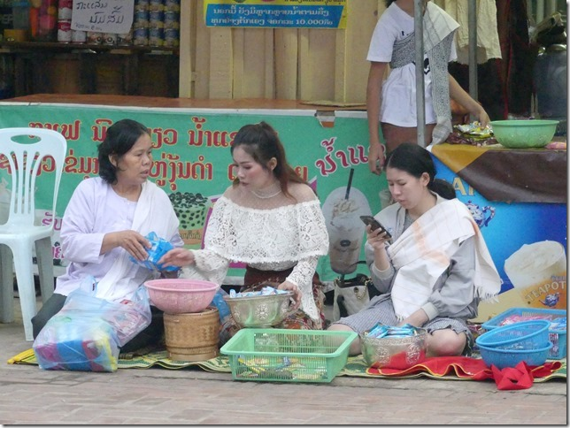 Louang Prabang - Aumône (14)