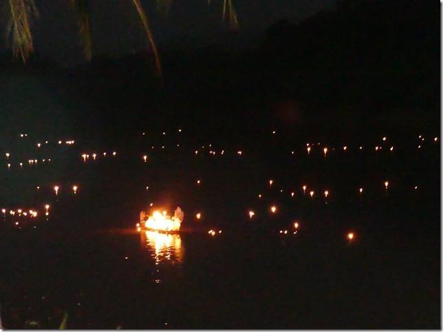 Louang Prabang - fête des lumières (101)