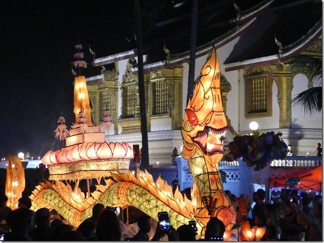 Louang Prabang - fête des lumières (47)