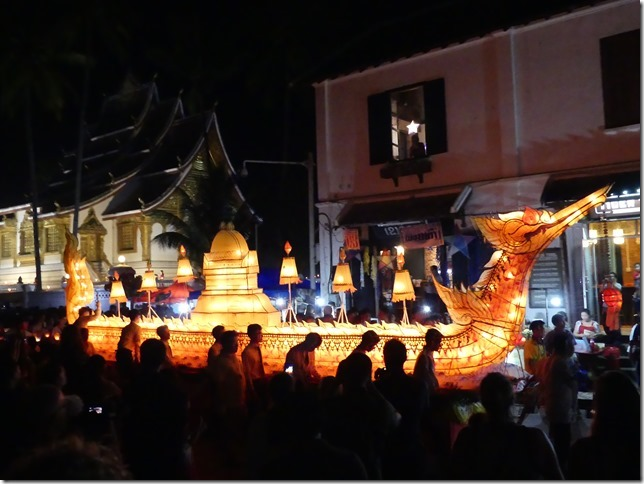 Louang Prabang - fête des lumières (51)
