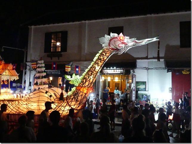 Louang Prabang - fête des lumières (62)