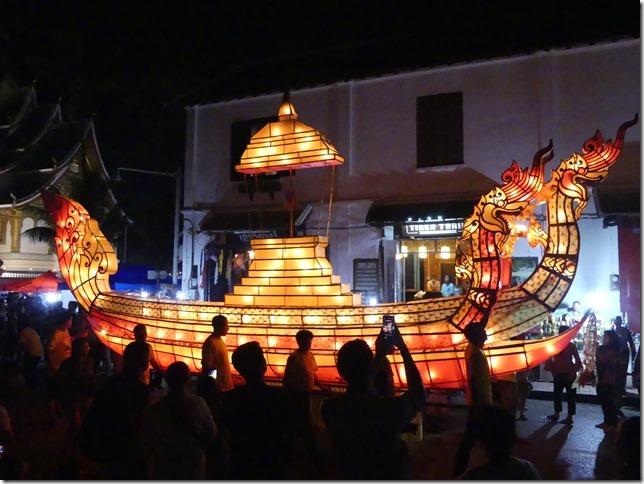 Louang Prabang - fête des lumières (65)
