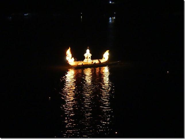 Louang Prabang - fête des lumières (69)