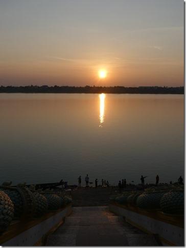 Thakhek - coucher de soleil sur le Mékong (7)