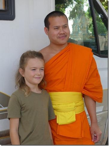 Thakhek - rencontre avec les moines (17)