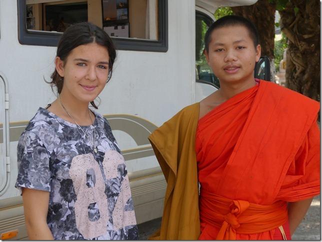 Thakhek - rencontre avec les moines (19)