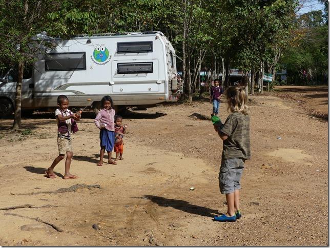 1er bivouac - rencontre enfants (10)