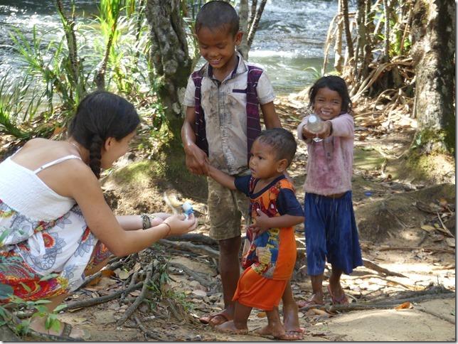 1er bivouac - rencontre enfants (12)