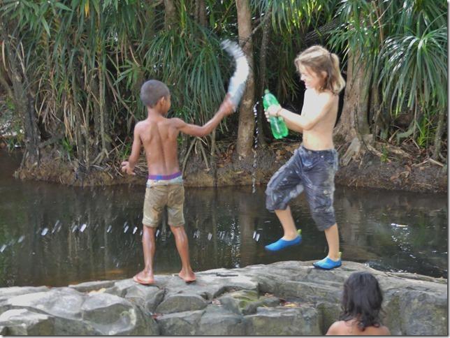 1er bivouac - rencontre enfants (18)