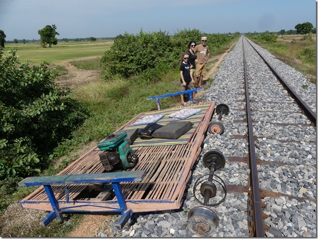 Battambang- bamboo train (25)