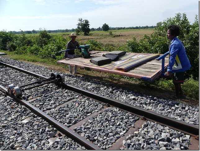 Battambang- bamboo train (29)