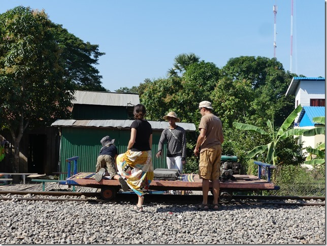 Battambang- bamboo train (2)