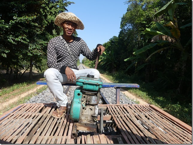 Battambang- bamboo train (6)