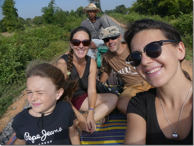 Battambang- bamboo train (9)