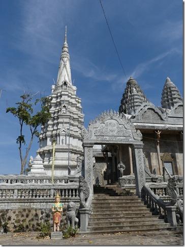 Kompong Cham - Temples aux singes (55)
