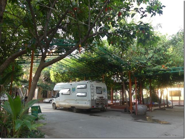 Phnom Penh - bivouac temple (1)