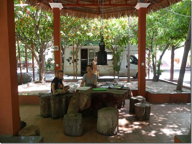 Phnom Penh - bivouac temple (3)
