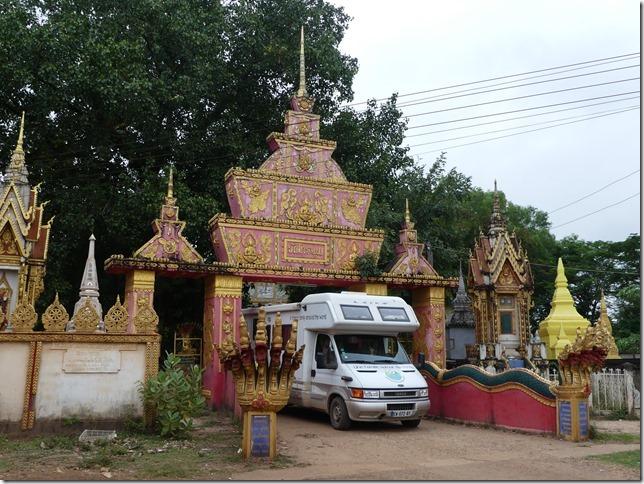 Sur la route - bivouac temple (17)
