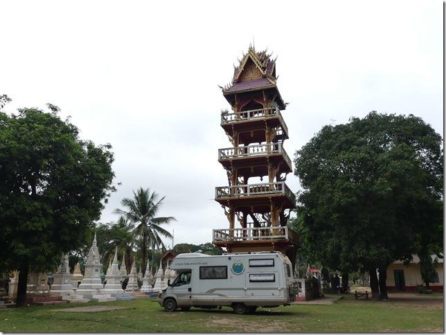 Sur la route - bivouac temple (9)