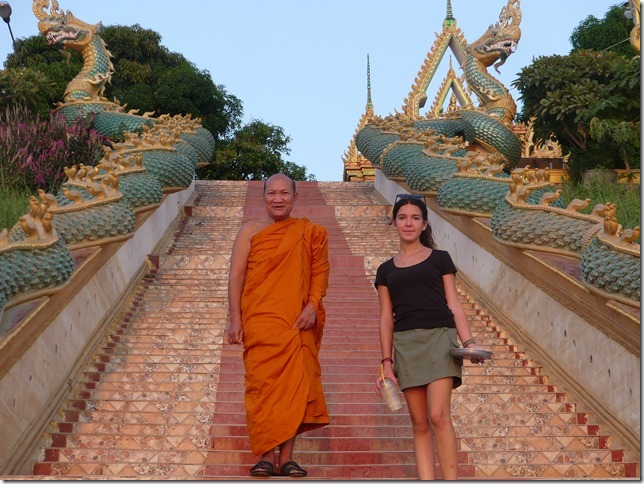 Thakhek - rencontre avec les moines (4)