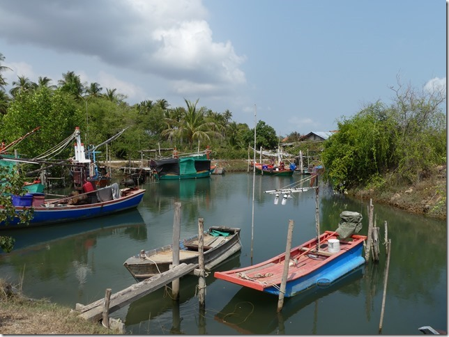 Bivouac plage sud Pran Buri (1)