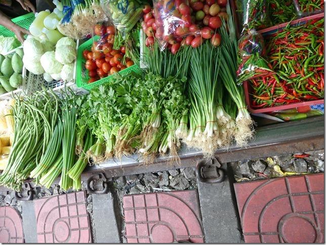 Maeklong - railway market (18)