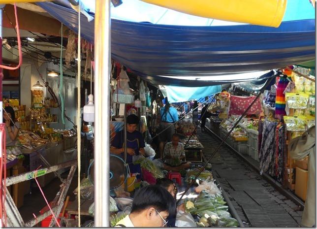 Maeklong - railway market (1)