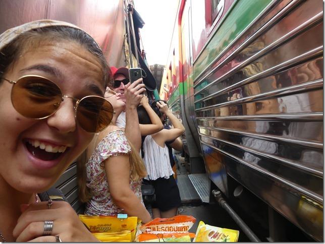 Maeklong - railway market (41)