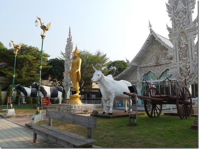 Sur la route - bivouac temple (5)