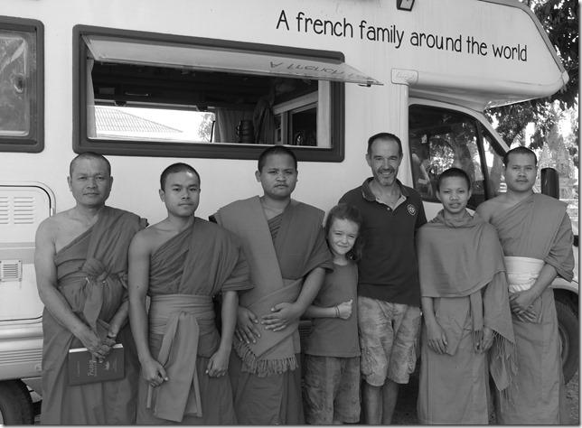 Thakhek - rencontre avec les moines (16)